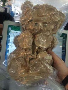 Osito de peluche envasado al vacío . Más #humor en www.lasfotosmasgraciosas.com