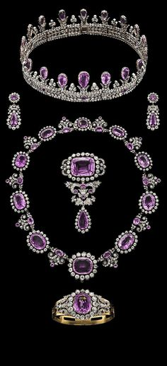 Royal Pink Topaz Parure. History: Princess Louise of Queen (1808-1870), Prince Frederick Louise of the Netherlands, Princess Louisa Carl XV of Sweden (1828-1871), to the descendants of the other and her daughter Louise of Prussia and Queen (1776-1810), Princess Louise Frederick VIII of Denmark (1851-1926), Princess Marie Louise Prince Shaomuberuku = Lippe (1875-1906), Prince Frederick of Prussia, Sigismund Princess Louise (1897-1938), and Pushinsesu-of- Prussia (1971-2009).
