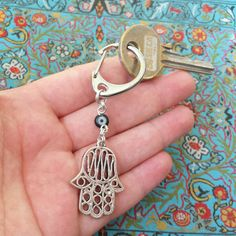 Hand of protection keychain - Clasp keychain / bagcharm with hand of fatima / hamsa hand and evil eye bead by FlorAccessoires