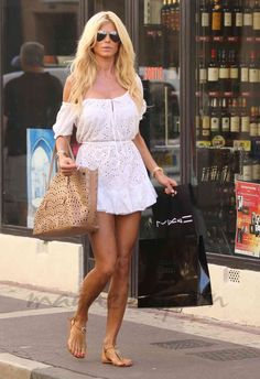 Victoria-Silvstedt Victoria Silvstedt, White Outfits, Summer Outfits, Summer Dresses, Saint Tropez, Mini Vestidos, Beach Hair, Trendy Hairstyles, Sexy Legs