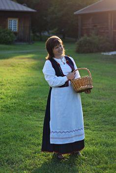 The Kaukola dress, Carelia, former part of Finland | Kaukolan naisen puku.