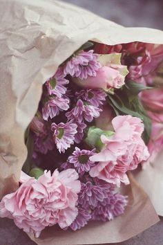 Pink carnations + bouquet of flowers Colorful Roses, Pastel Flowers, Fresh Flowers, Spring Flowers, Beautiful Flowers, Flower Colors, Gorgeous Gorgeous, Romantic Flowers, Lavender Flowers
