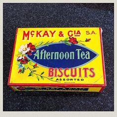 Caja de galletas años 60 #mckay #afternoontea #biscuits #aves #pajaros…