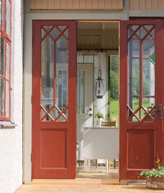 Doors painted with linseed oil paint. Scandinavian Cottage, Swedish Cottage, Cottage Style, Glass Porch, Cottage Windows, Double Front Doors, Nordic Home, Cottage Homes, Door Design