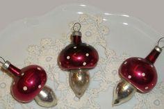 Vintage Illustrations, Minion, Budapest, Christmas Bulbs, Holiday Decor, Home Decor, Art, Homemade Home Decor, Christmas Light Bulbs