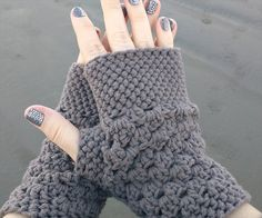 Chunky Fingerless Gloves- 20 Easy Crochet Fingerless Gloves Pattern | DIY to Make