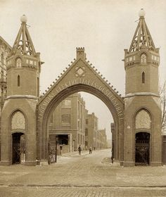 Berlin, Franz Schwechten, AEG Hauptportal, Brunnenstraße, 1903.