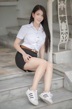 School Girl Japan, School Girl Dress, Beautiful Girl Body, Beautiful Asian Women, Korean Street Fashion, Asian Fashion, University Girl, Girls In Mini Skirts, Cosplay Dress