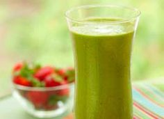 Spinach and Strawberry Smoothie - 12 healthy smoothie recipes to supercharge your workout