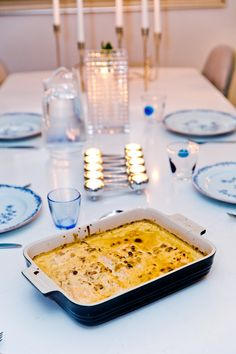 Lax i ugn med godaste fisksåsen - 56kilo.se - Recept, inspiration och livets goda Fish Recipes, Low Carb Recipes, A Food, Food And Drink, Best Insurance, Salmon Dishes, How To Cook Fish, Lchf, Fish And Seafood