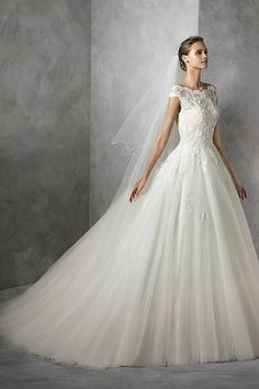 Cap Sleeve Lace Bodice Ball Gown Tulle Wedding Dress