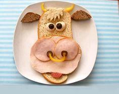 cute cow sandwich LoL didnt know to pin on food or funny board.                                                                                                                                                                                 Mais