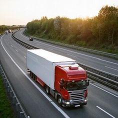 """Antragstellung zur Güterkraftverkehr-Förderung 2018 bald möglich  Auch 2018 können Unternehmen des Güterkraftverkehrs wieder Förderanträge für Aus- und Weiterbildung sowie das Förderprogramm """"De-minimis"""" an das Bundesamt für Güterverkehr (BAG) stellen.  Eigentümer oder Halter mit mautpflichtigen Fahrzeugen, die ein zulässiges Gesamtgewicht von mehr als 7,5 Tonnen besitzen, haben die Möglichkeit, 2018 weiterhin Förderanträge für definierte Weiterbildungsmaßnahmen beim BAG zu stellen..."""