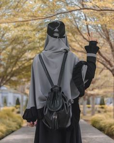 back of muslimah girl that wears cap,handsock and carrying a bag Hijab Niqab, Muslim Hijab, Mode Hijab, Beautiful Muslim Women, Beautiful Hijab, Hijabi Girl, Girl Hijab, Muslim Pictures, Tmblr Girl