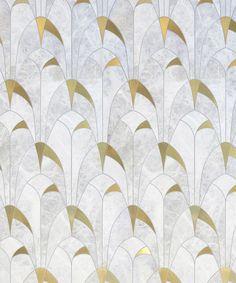 La Collection Atelier est un vibrant hommage à l'industrie de la mode, inspirée par les grands créateurs, leurs muses et les diverses techniques et formes d'artisanats utilisées dans le domaine. Les influences de l'Art déco français y sont savamment intégrées grâce à l'alliance de pierres naturelles, de verre vénitien et d'insertions de métaux précieux.  À la fois ludique et formelle, elle propose une variété de motifs intemporels en harmonie avec l'approche architecturale de ses…