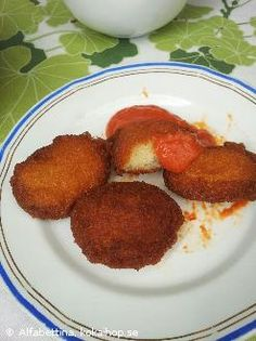 Samsa - Frasiga bönkuddar med stark tomatsås Låter gott  Inte lchf?