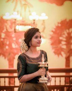 Kerala Engagement Dress, Engagement Dress For Bride, Half Saree Designs, Bridal Blouse Designs, Indian Bridal Outfits, Indian Bridal Fashion, Wedding Dresses For Girls, Bridal Dresses, South Indian Wedding Hairstyles