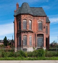 Abandoned structure in Detroit, Mi. Such an amezing house abandoned due to the changes detroit has gone through Detroit Ruins, Abandoned Detroit, Abandoned Mansions, Old Buildings, Abandoned Buildings, Abandoned Places, Abandoned Prisons, Great Places, Beautiful Places