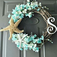 The Original Beach Monogram Wreath Summer Wreath Who says you can't put a wreath up in July? Celebrate Christmas in July with some summer style! The post The Original Beach Monogram Wreath Summer Wreath appeared first on Summer Diy. Seashell Crafts, Beach Crafts, Summer Crafts, Diy And Crafts, Seashell Ornaments, Monogram Wreath, Diy Wreath, Wreath Ideas, Tulle Wreath