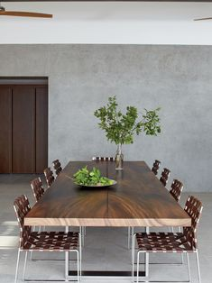 Fantastic Minimalist Dining Room Designs: 16 Modern Dining Room Design Ideas For Your Home – Modern House Pool Table Dining Table, Dining Room Table Decor, White Dining Chairs, Dining Room Design, Dining Rooms, Farm Tables, Wood Tables, Rustic Table, Dinner Table