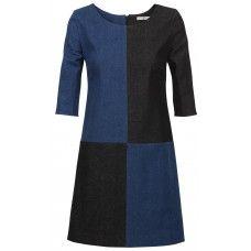 Is de jurk blauw met zwart