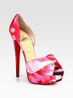 Tacchi altissimi Christian Louboutin, i nuovi sandali peep toe con stampa floreale.
