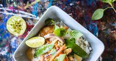Olisiko tänään ruokana kanawokkia? Nopsa kanawokki saa itämaista makua chilistä, limetistä ja kookoksesta. Tacos, Food And Drink, Mexican, Favorite Recipes, Ethnic Recipes, Mexicans