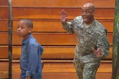 [video] Returning soldier gives son photobomb surprise on school picture day Class Pictures, School Pictures, Durham, Soldier Surprises, Soldiers Coming Home, Surprise For Him, Surprise Visit, Military Homecoming, School Portraits