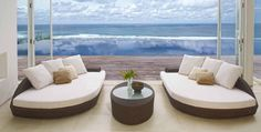 Designsofa og bord i rotting modell DEREK.  #stol #hage #utemøbler #hagemøbler #terasse #rotting #sommer #interiør #interiormirame #interiørmirame #design #vakrehjemoginteriør #nettbutikk #hjemmedekor #mirameinteriørogdesign #interiørpånett Decor, Furniture, Outdoor Decor, Outdoor Bed, Outdoor Furniture, Home Decor, Bed