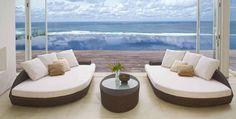 Designsofa og bord i rotting modell DEREK.  #stol #hage #utemøbler #hagemøbler #terasse #rotting #sommer #interiør #interiormirame #interiørmirame #design #vakrehjemoginteriør #nettbutikk #hjemmedekor #mirameinteriørogdesign #interiørpånett