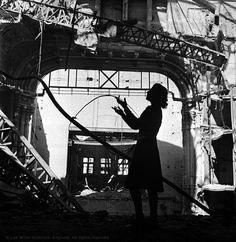 """""""Lee Miller: A Woman's War"""" - Vogue photographer Lee Miller's photos of women during World War II - Pictures - CBS News"""