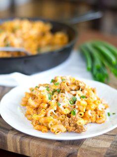 Easy, cheesy Skillet Chili Mac...thanks, @Raquel Barros Gomezú Sauce! #NewTraDish
