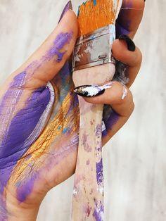 Руки в краске Paint Photography, Creative Portrait Photography, Flat Lay Photography, Creative Portraits, Art Hoe Aesthetic, Creative Photoshoot Ideas, Art Studio At Home, Artist Quotes, Charcoal Sticks