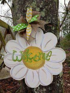 Daisy Door Hanger by WhimsyGirlArt Burlap Crafts, Wooden Crafts, Diy And Crafts, Summer Crafts, Holiday Crafts, Daisy, Decoration Entree, Burlap Door Hangers, Wooden Cutouts