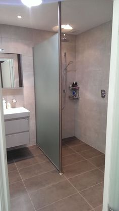 The Sleek and Stylish Wet Rooms for a Trendy Look! Wet Room Bathroom, Bathroom Toilets, Bathroom Renos, Bathroom Layout, Simple Bathroom, Basement Bathroom, Dream Bathrooms, Bathroom Renovations, Black White Bathrooms