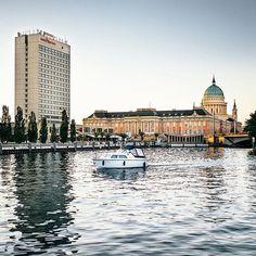 Potsdamer Hafen Eine Bootsfahrt die ist lustig, eine Bootsfahrt die... Foto: @potsdamagram ・・・ #potsdamfans #Potsdam #stadtschloss #landtagbrandenburg #nikolaikirche #hafen #mercurehotel #havel #cityscape