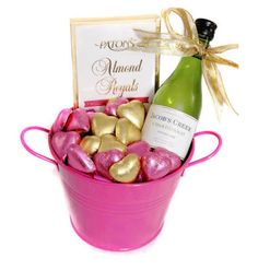 Trending Mother's Day Gifts Guide Mother's Day Gift Baskets, Christmas Gift Baskets, Gift Hampers, Best Mothers Day Gifts, Mother Gifts, Spa Gifts, Wine Gifts, Mother's Day Online, Chocolate Delivery