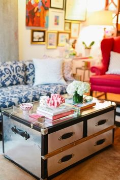 DECORATING WITH VINTAGE TRUNKS: #glam coffee table styling on a mirrored metallic #trunk coffee table Apartment Living, Home Decor Inspiration, Decoration, Home And Living, Living Room Decor, Dining Room, Sweet Home, House Styles, Furniture