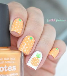 Nailstorming summer fruit - pineapple nail art - white and orange polka dot nails - http://lapaillettefrondeuse.blogspot.be/2015/07/nailstorming-117-fruits-dete.html