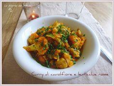 Curry di cavolfiore, patate dolci e lenticchie rosse.