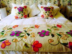 Divinos me encanta Hand Embroidery Flowers, Hand Work Embroidery, Crewel Embroidery, Embroidery Patterns, Playroom Decor, Bedroom Decor, Mexican Style Decor, Embroidered Bedding, Mexican Embroidery