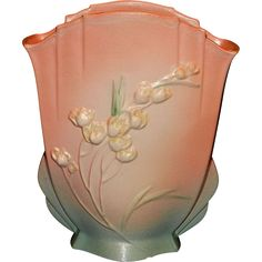This beautiful Vintage 1937 Pink Roseville Ixia Fan Vase #863-10 is in very good condition- the only issues are a couple of small chips on the