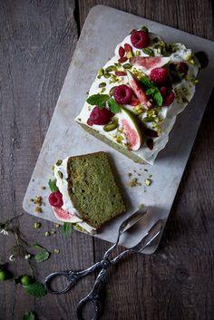 Safer pistachio cake- Safiger Pistazienkuchen Pistachio cake with cream cheese frosting. Baking Recipes, Cookie Recipes, Dessert Recipes, Frosting Recipes, Drink Recipes, Cake With Cream Cheese, Cream Cheese Frosting, Snacks Sains, Pistachio Cake
