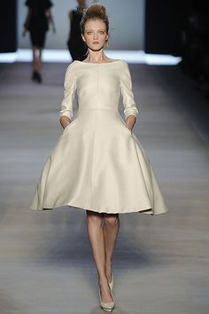 G. Valli, S09.  So simple, with vintage-esque lines that feel contemporary.  Another dress I'd love to have. Forever.