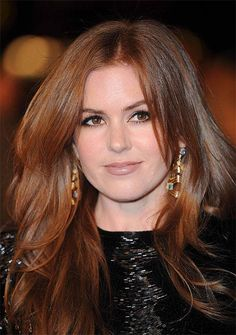 Isla Fisher has a soft, Medium Brown Red Copper haircolor that makes her fair skin look creamy and flawless. Get your own most flattering #hair #color to cover #grays at home here: http://www.haircolorforwomen.com/breakthrough-hair-color-system-your-salon-doesnt-want-you-to-know-about-p/