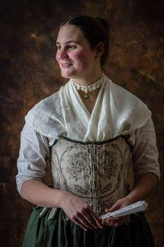 corset coton ca.1740-1780, foulard en soie et chemise en lin