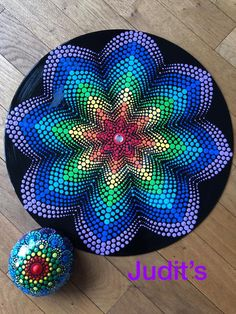 Mammals painted vinyl records for decorative wall artThis record is just getting better and better! I am sick as a dog today, so you're lucky I spared you the audio of this time lapse, which…Dot mandala on recordDot painting on an old record albu Dot Art Painting, Rock Painting Designs, Mandala Painting, Pebble Painting, Painting Patterns, Pebble Art, Painting With Dots, Finger Painting, Mandala Design
