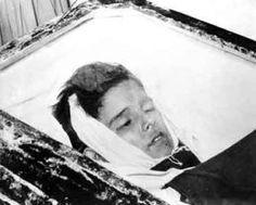 En la finca La Candelaria (Bolondrón), bandidos con-trarrevolucionarios ultimaron a los niños de 13 y 11 años Fermín (izquierda) y Yolanda Rodríguez Díaz en el cuarto donde dormían. La hermana de ambos, Jose-fina (7 años), sobrevivió milagrosamente a sus heridas. (Foto: Autor sin identificar)