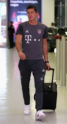Robert Lewandowski / Fc Bayern München / Poland/ Polish National Team Bong, Robert Lewandowski, Sports Celebrities, I Robert, Poland, Hot Guys, Diamonds, Sporty, Fashion
