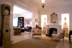 Buen Pastor - Classic and chic, this stunning 4-bedroom apartment for sale in Barcelona makes an ideal home in the exclusive neighbourhood of Sarria.